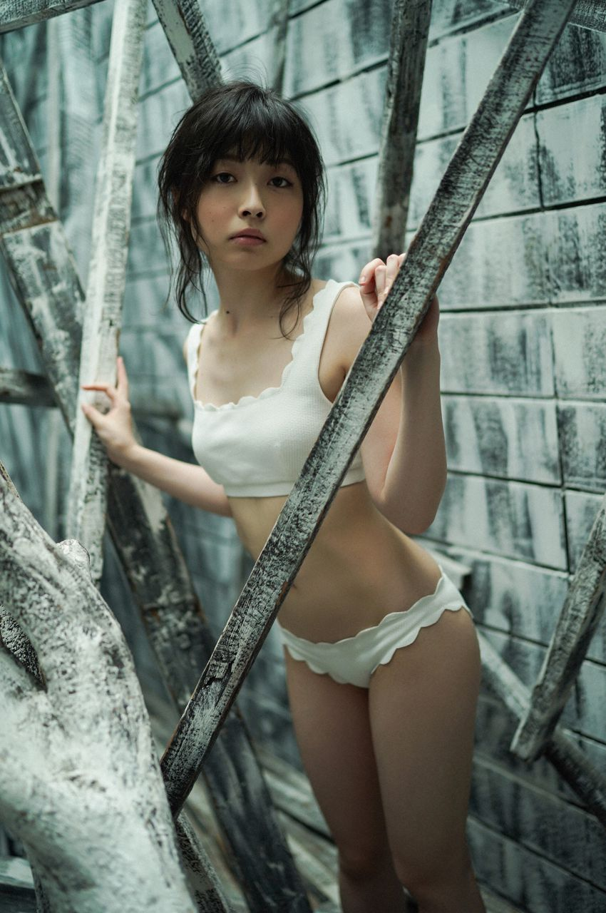 First Gravure for a Voice Actress024