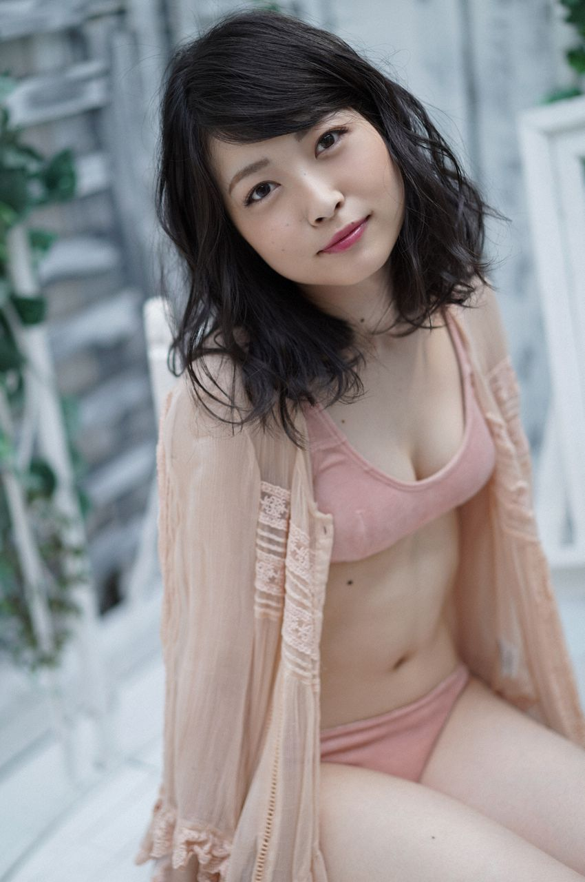 First Gravure for a Voice Actress031