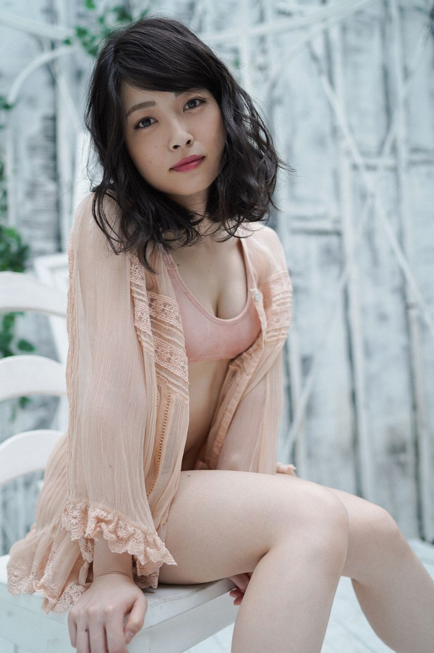 First Gravure for a Voice Actress032