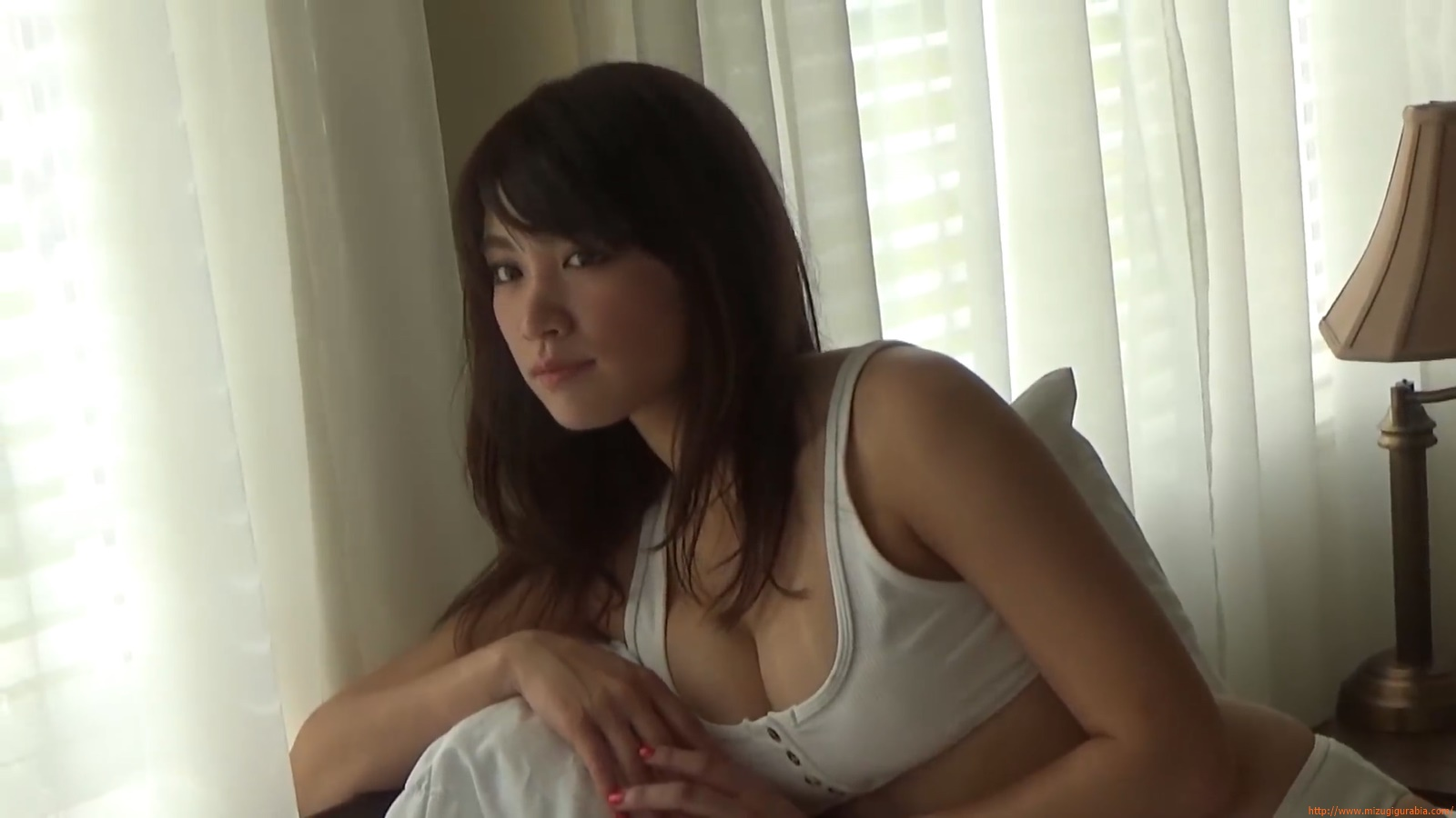 Shes a sunny bodice who continues to lead the way in gravure005