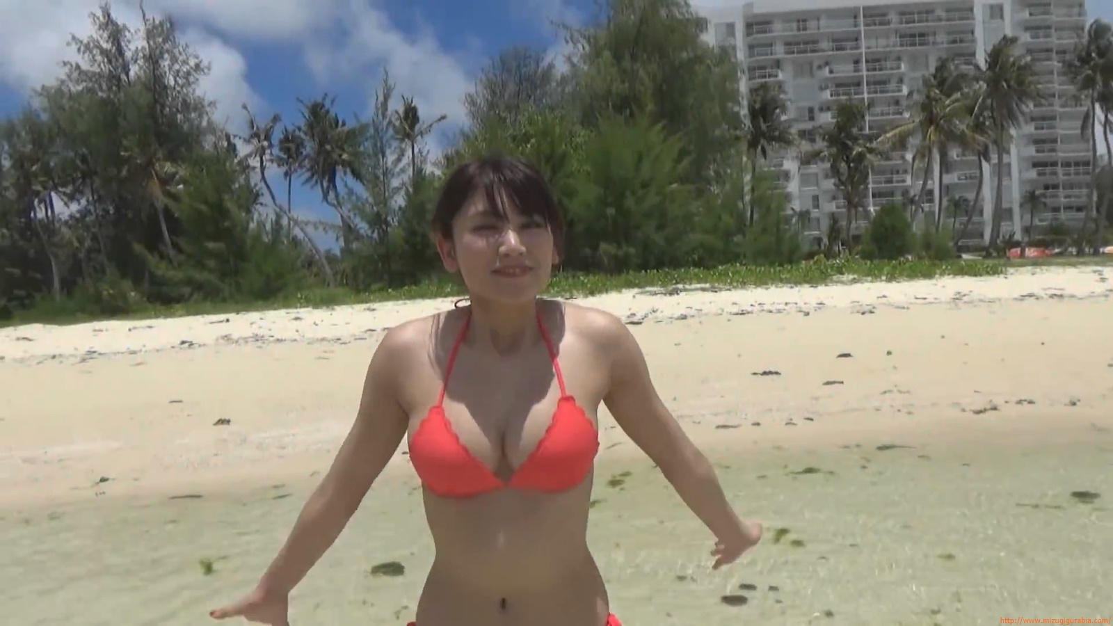 Shes a sunny bodice who continues to lead the way in gravure050