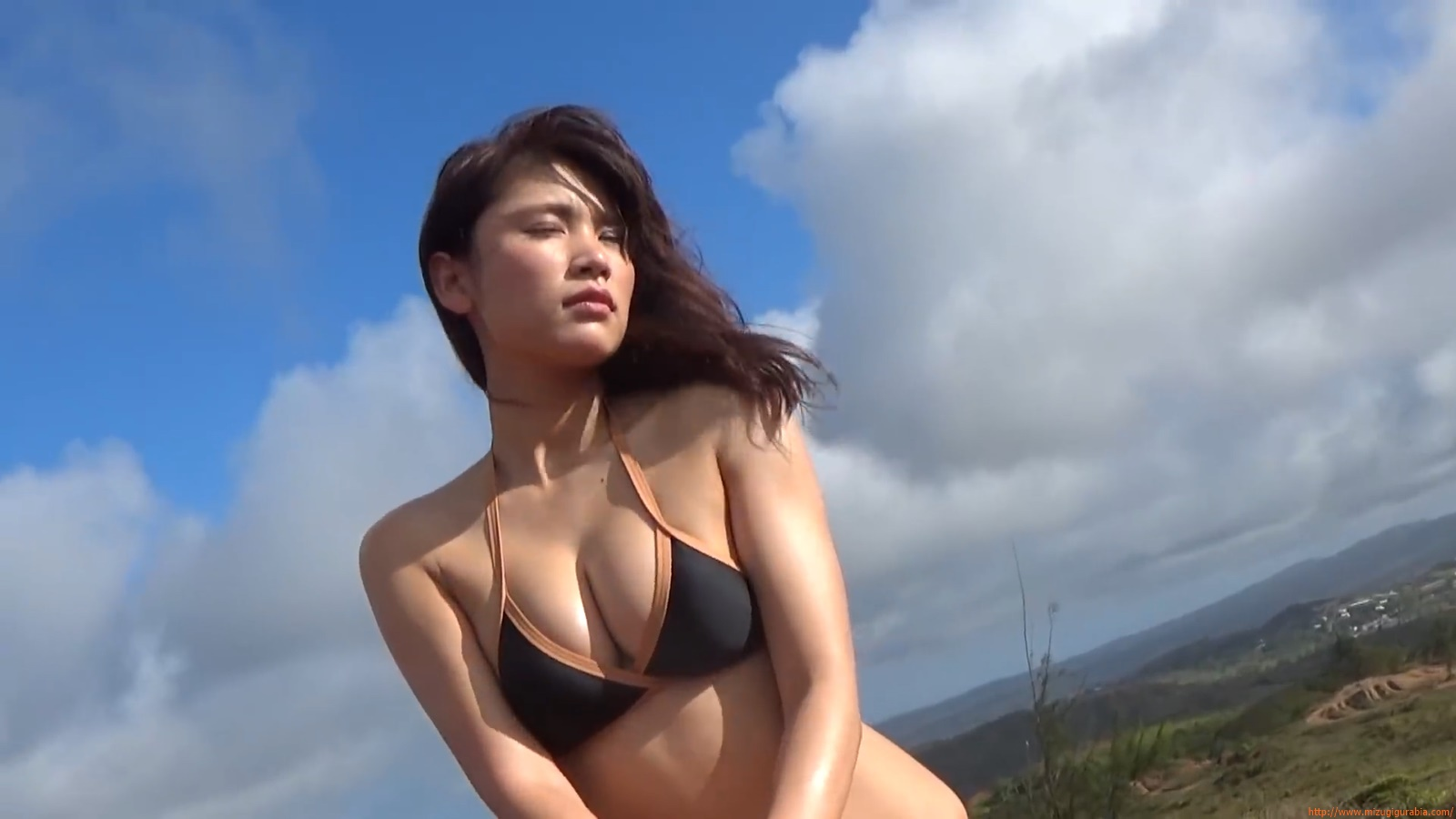 Shes a sunny bodice who continues to lead the way in gravure081