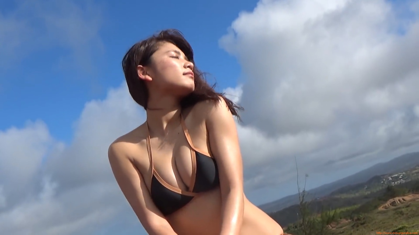 Shes a sunny bodice who continues to lead the way in gravure082