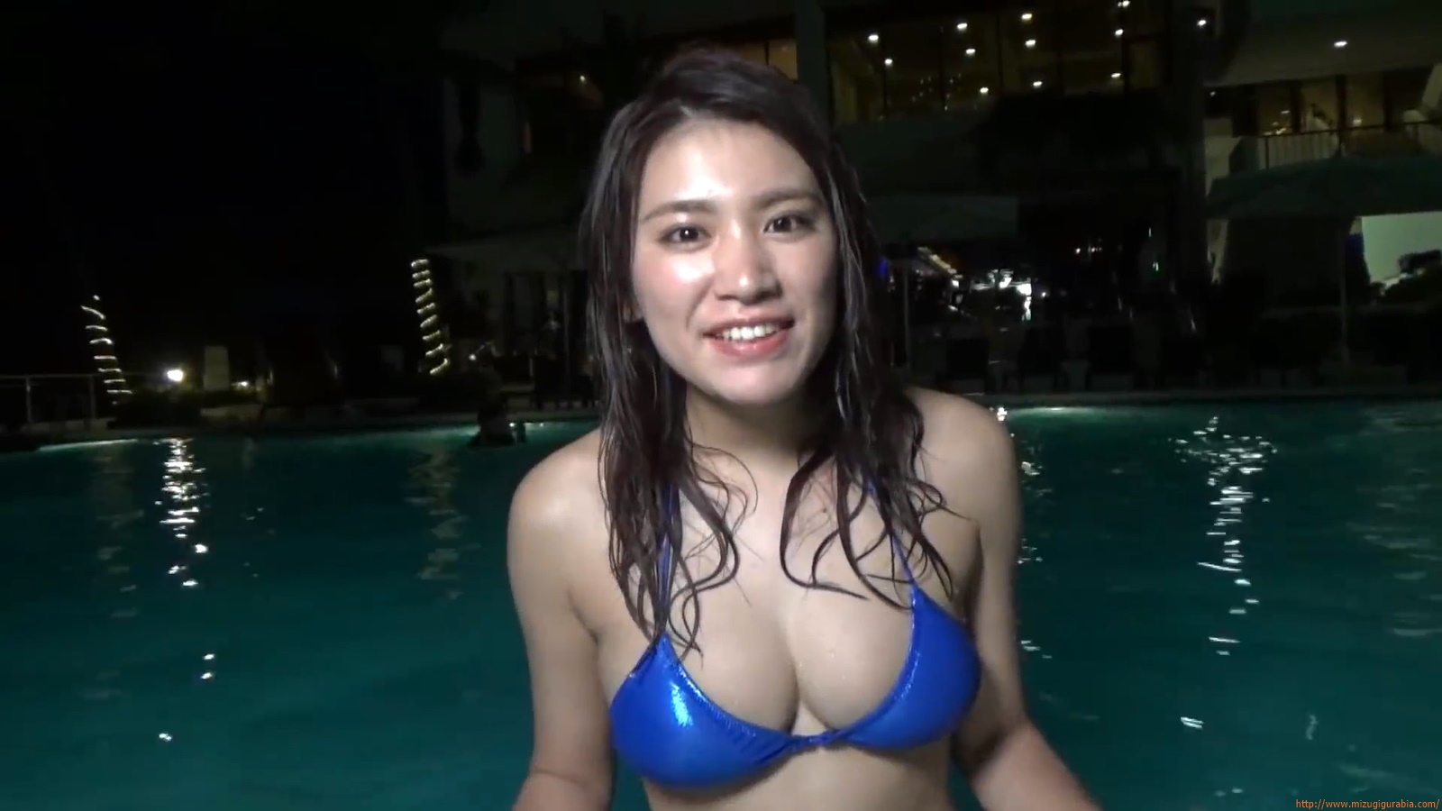 Shes a sunny bodice who continues to lead the way in gravure088