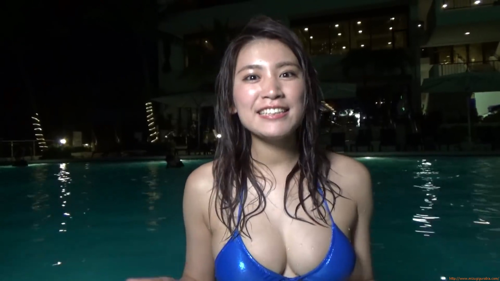 Shes a sunny bodice who continues to lead the way in gravure091