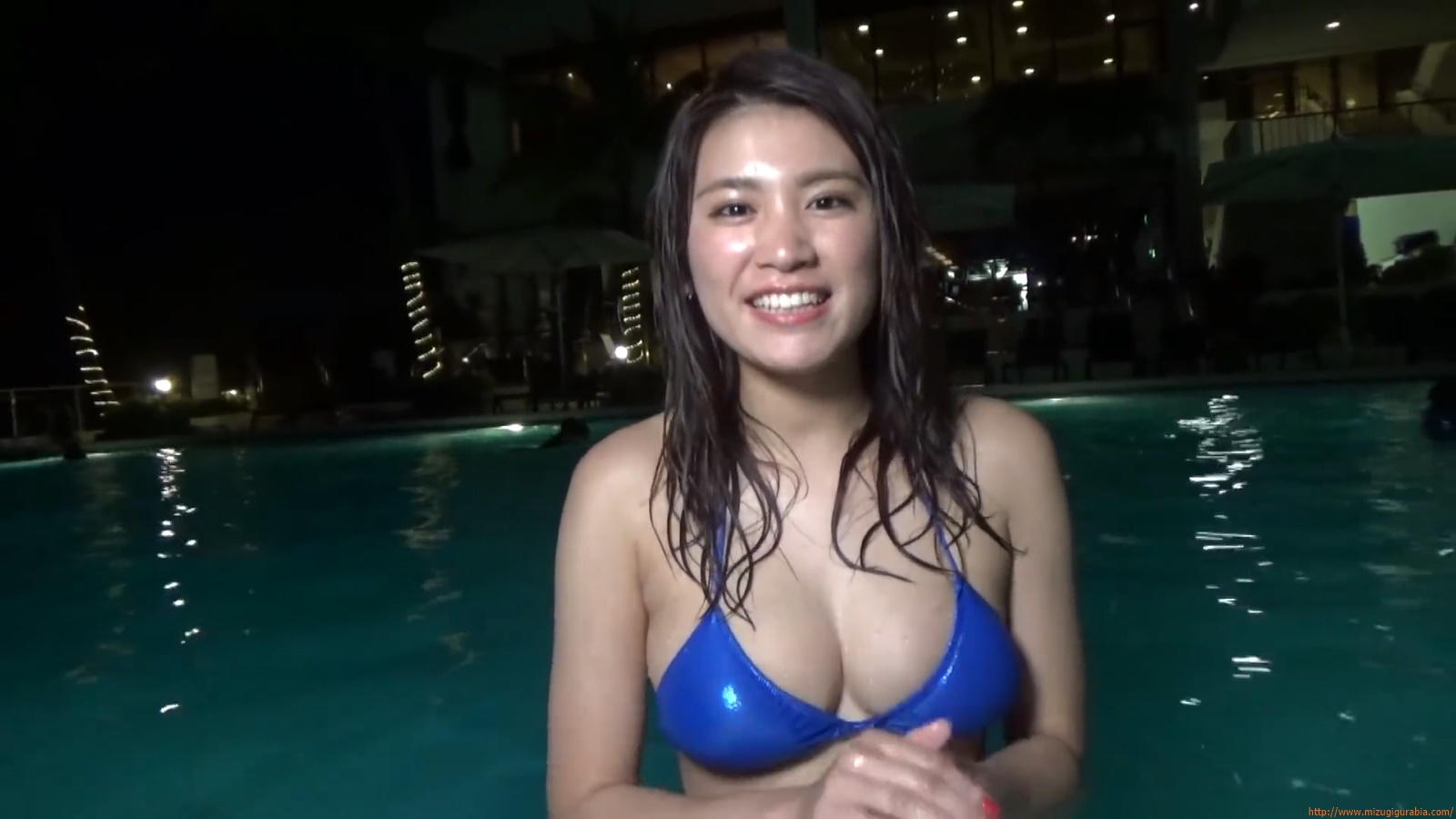 Shes a sunny bodice who continues to lead the way in gravure094
