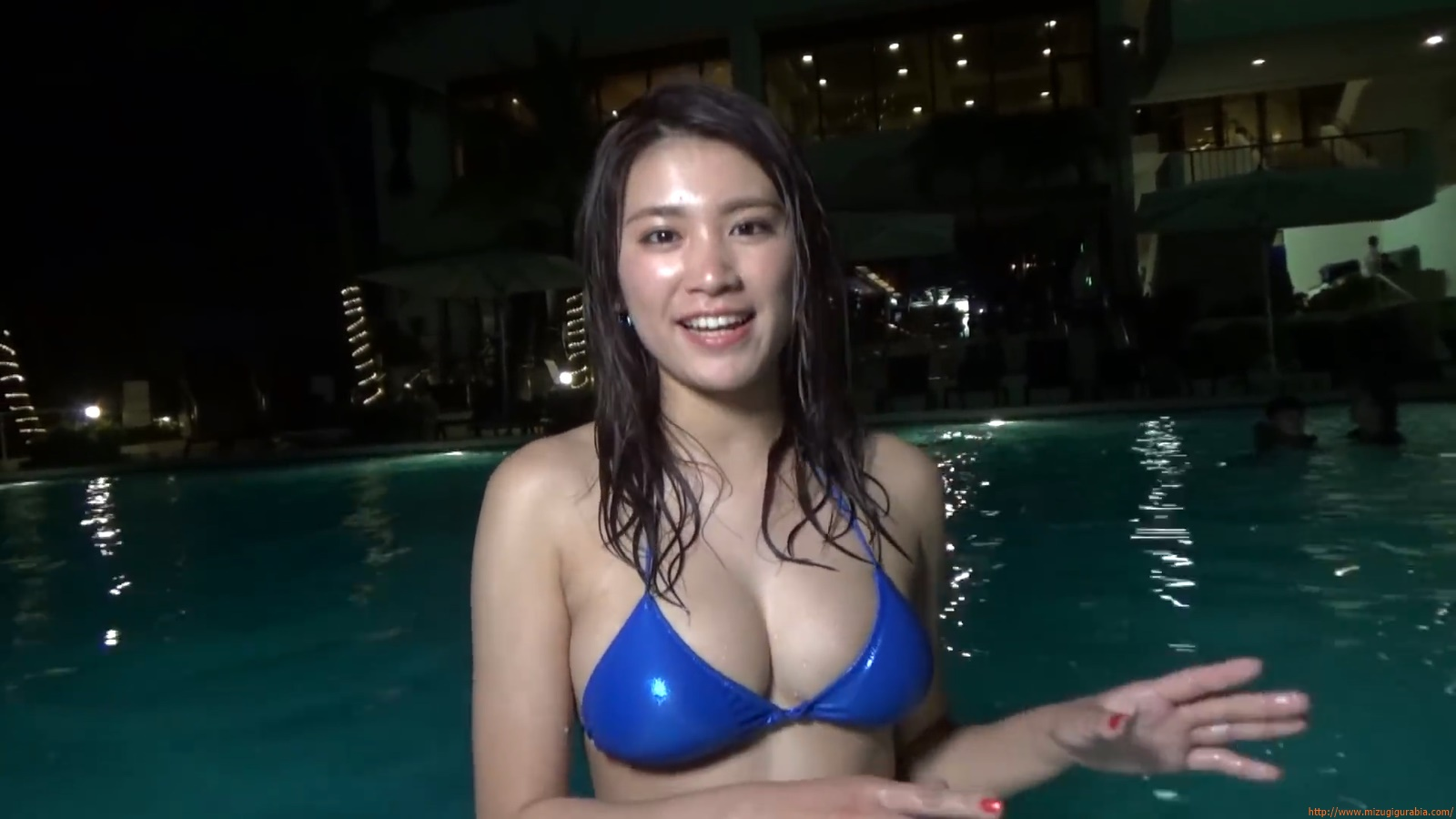 Shes a sunny bodice who continues to lead the way in gravure099