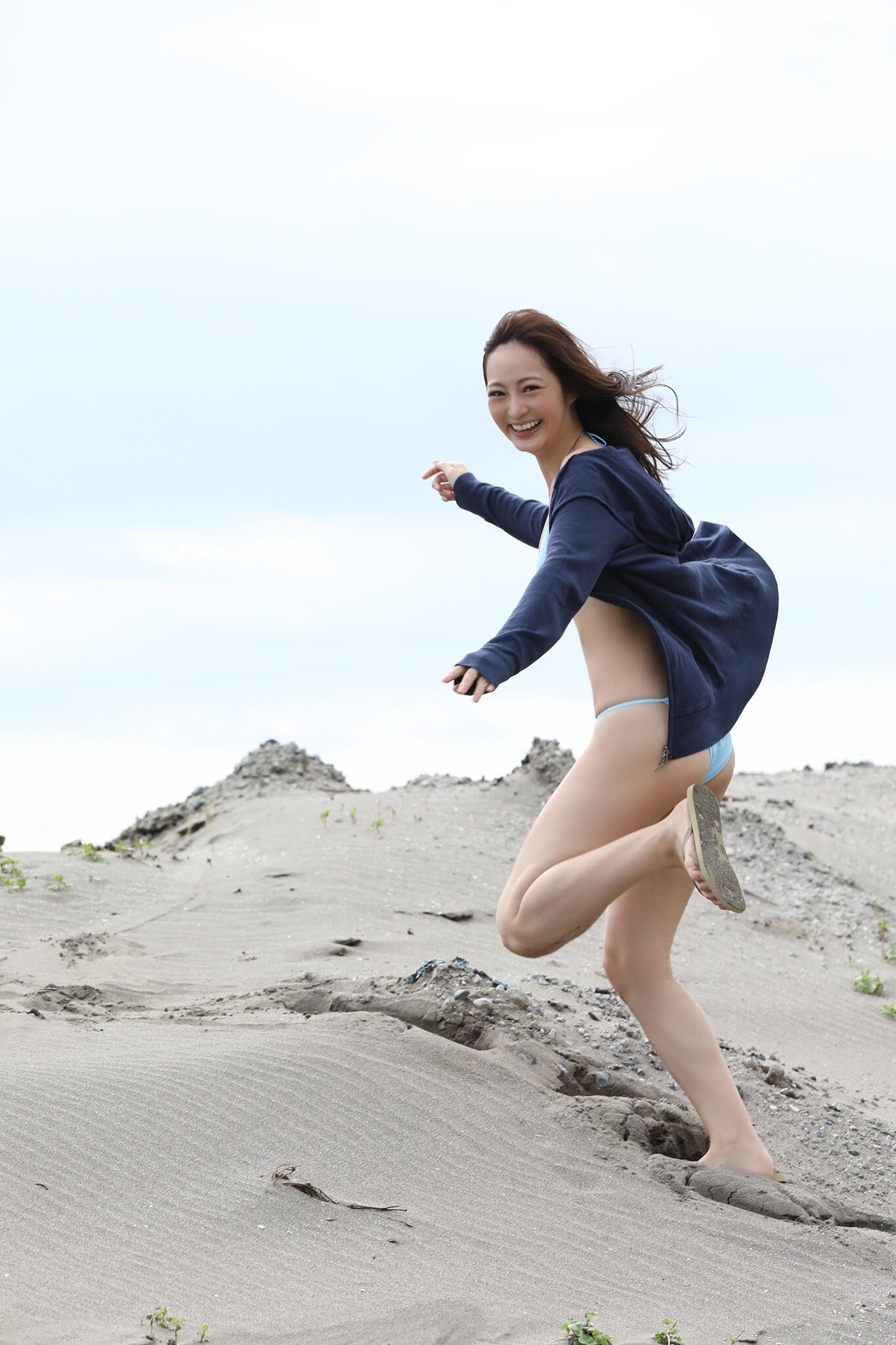 Lovely looks and excellent proportions Hitomi Wada gravure swimsuit images 17 2020004