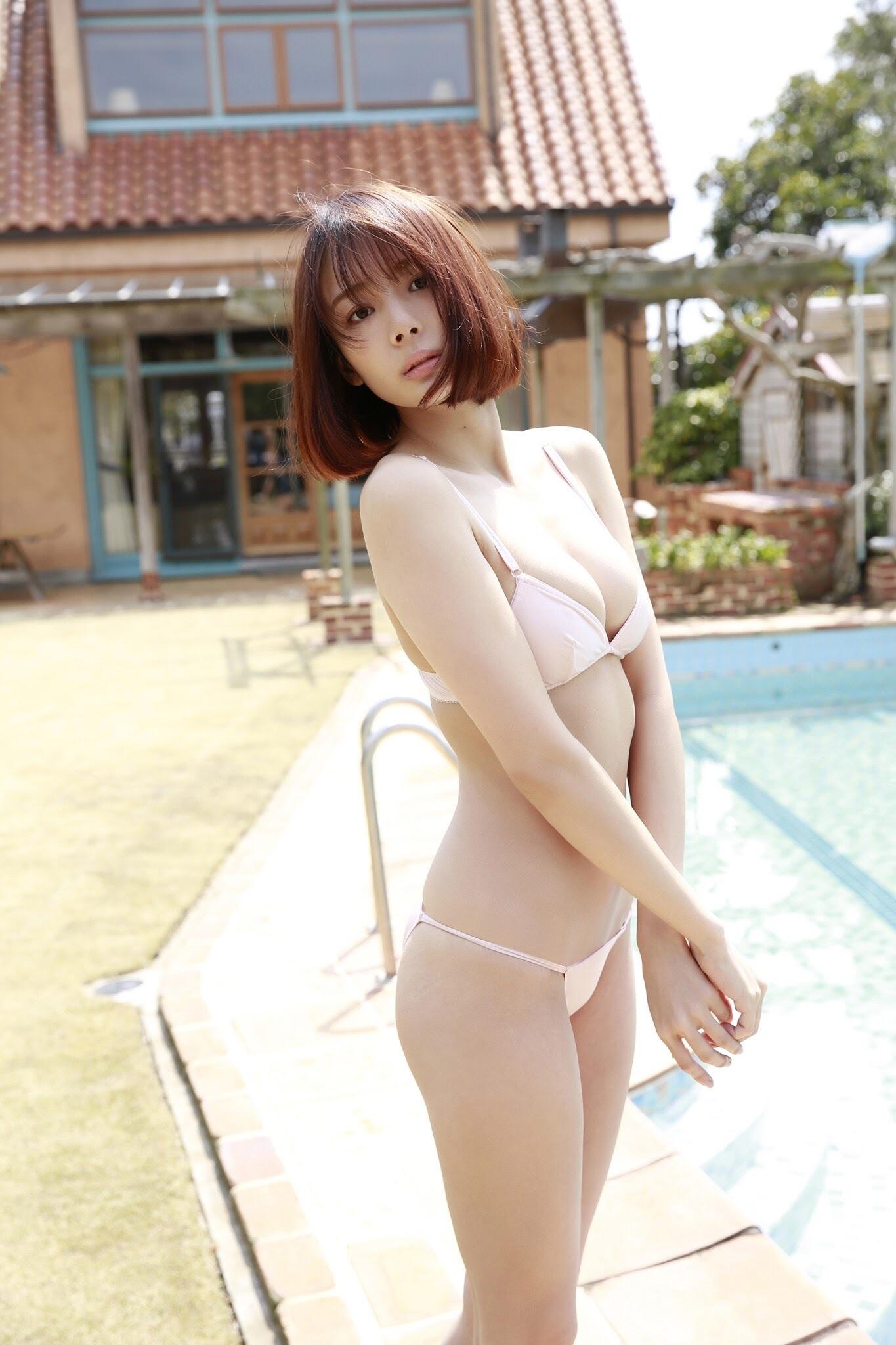 23 years old Shaka Okada, who is also a professional mahjong player004