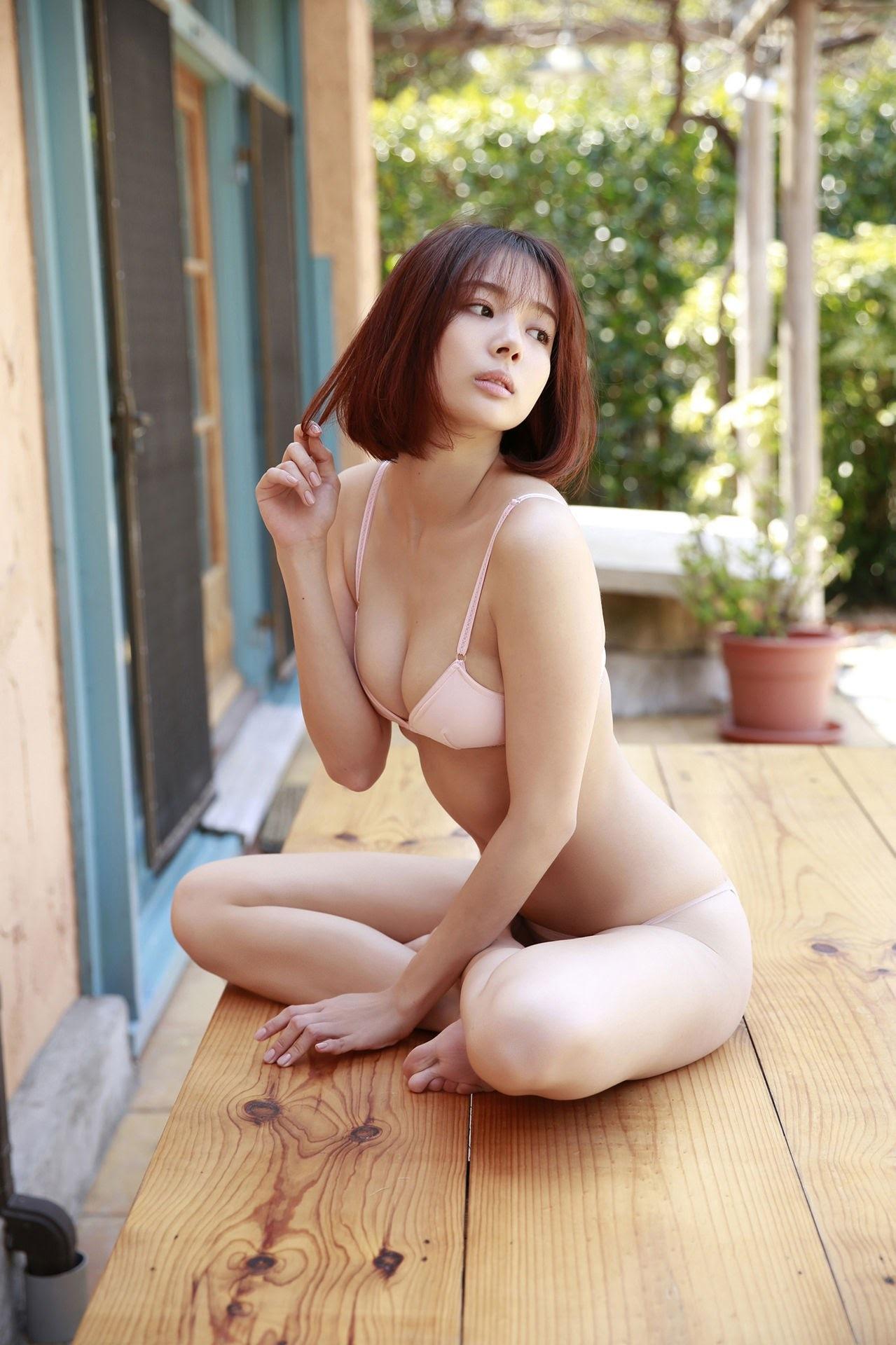 23 years old Shaka Okada, who is also a professional mahjong player012