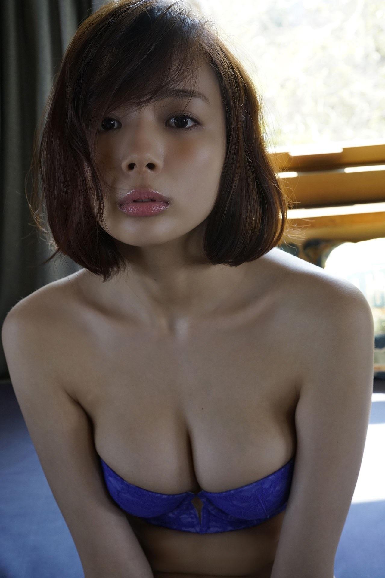 23 years old Shaka Okada, who is also a professional mahjong player025