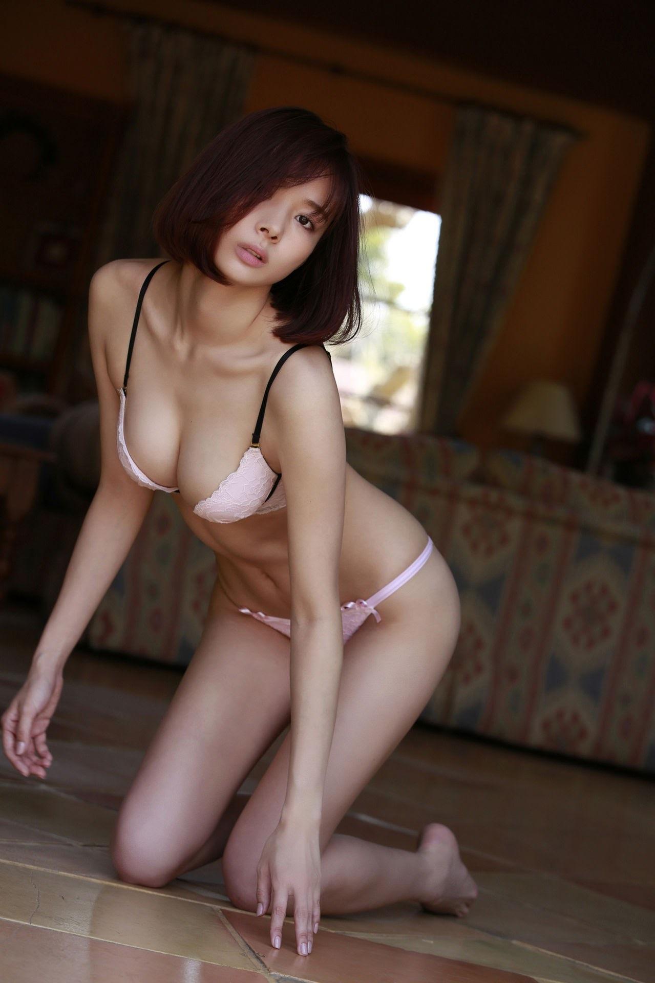 23 years old Shaka Okada, who is also a professional mahjong player033