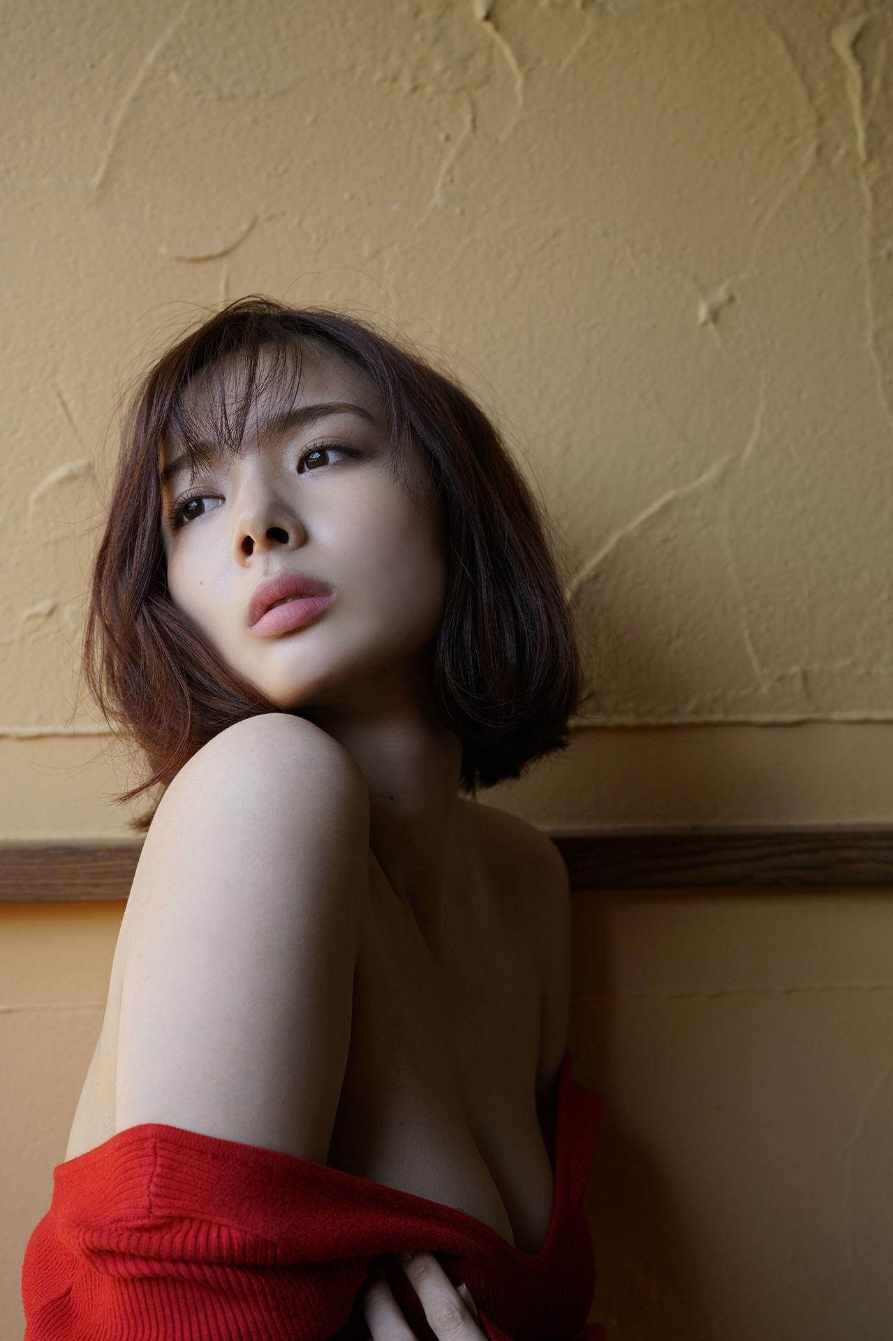 23 years old Shaka Okada, who is also a professional mahjong player042