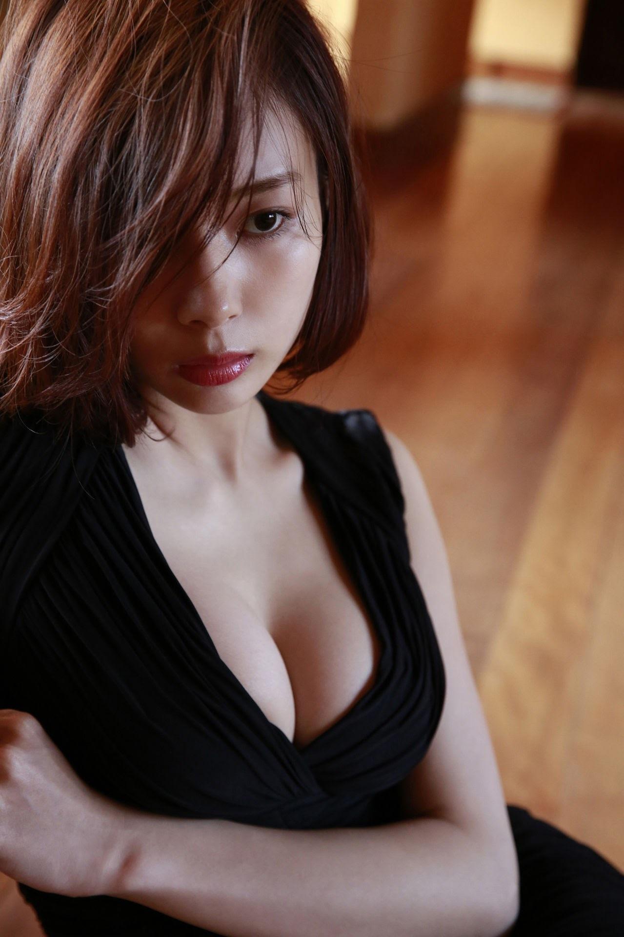 23 years old Shaka Okada, who is also a professional mahjong player053