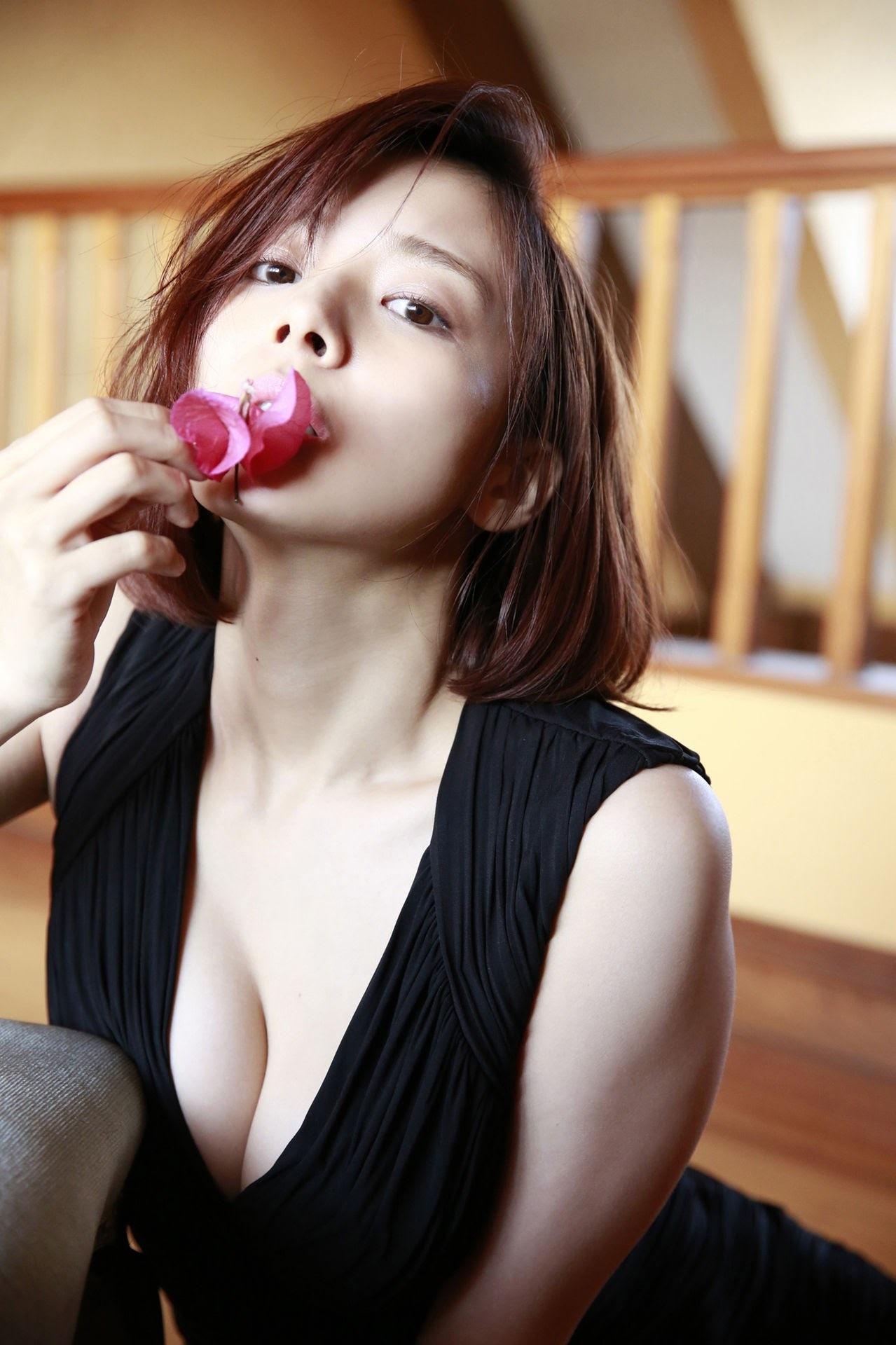 23 years old Shaka Okada, who is also a professional mahjong player056