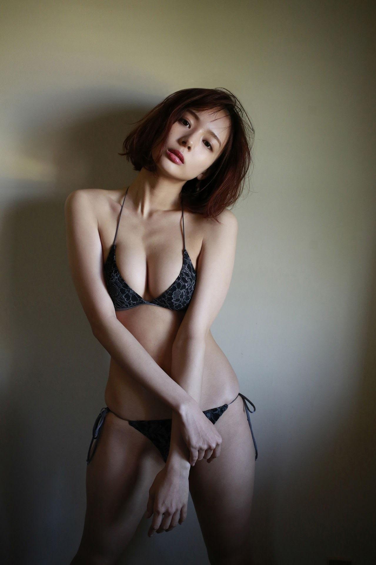23 years old Shaka Okada, who is also a professional mahjong player070