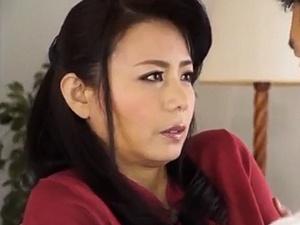 美魔女な叔母と甥の禁断ディープキス性交!三浦恵理子