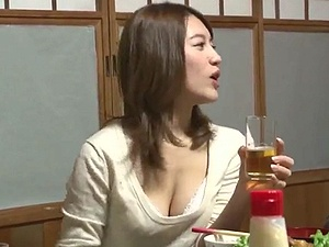 清楚で巨乳美人な姉貴の「おっぱいの谷間」が・・・風呂場で姉弟交尾!!