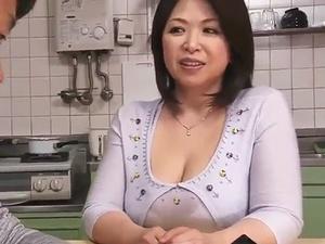 「母の親友」は四十路の豊満爆乳な痴女!童貞を筆おろし!
