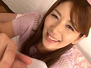 母の友人は人気AV女優の「翔田千里」だった!主観で童貞筆おろし!