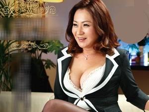 美熟女パブに50代アラフィフ五十路の巨乳な美魔女が登場!中出し本番SEX!!!