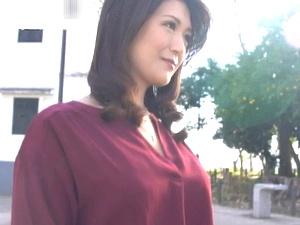 アラフォー美魔女のSEX映像!清楚可憐で美熟女な奥さんがAVデビューで初撮り! 神尾千明