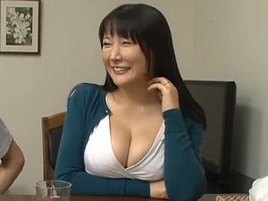 イケメン童貞を誘惑する隣りの人妻!「絶倫」が開花して大変な事に!!!