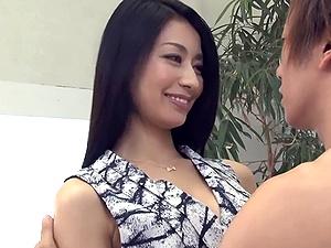 しみけん&元モデルの長身な美人妻が激しい絡み合いSEX!