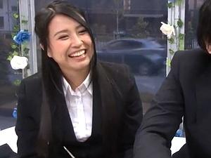 マジックミラーで同僚男女がディープキスSEX!スーツ美人OLが舌を絡ませ吸われて激しいベロチューハメ撮り!