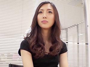 スレンダー子持ちママがAV出演!26歳の美人若妻が他人棒で不倫ハメ撮り!!!