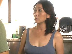 五十路母に中出し!50歳の巨乳な美熟女母に欲情して母子交尾!榊みほ