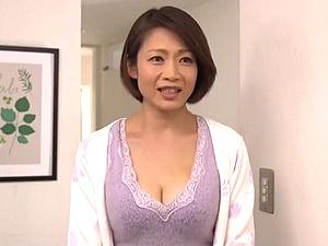 寝取られた巨乳な美熟女奥さん!夫の元上司と不倫関係になってしまった浮気妻!友田真希