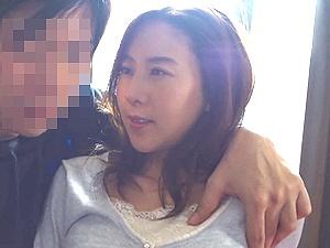 夫を見送った後に不倫する浮気妻!くびれ巨乳な美人妻が他人棒で中出し!松下紗栄子