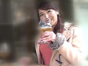 四十路ナンパ!45歳の人妻ナンパ!昼間から優雅にお酒を飲んでいるセレブ奥様を口説き落として不倫ハメ撮り!