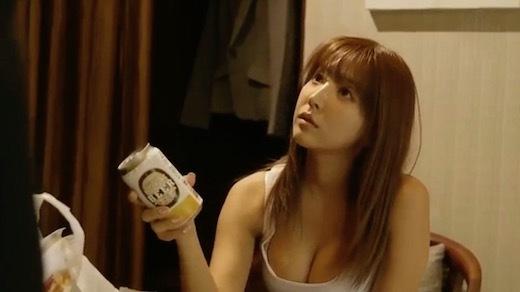 三上悠亜 巨乳上司と童貞部下が出張先の相部屋ホテルでいたずら誘惑を真に受けた部下が10発射精の絶倫性交