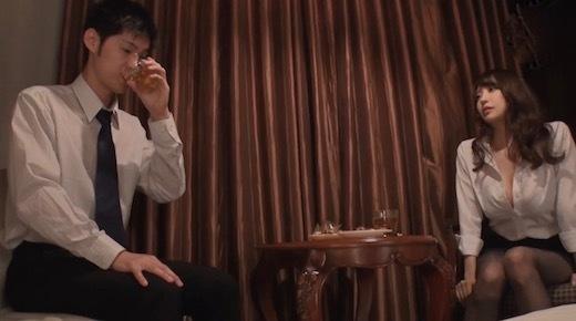安齋らら Jカップと噂の美人上司と出張先ホテルがまさか相部屋になるなんて(150分)