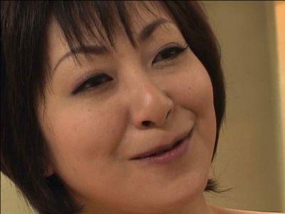 【熟女ナンパ】『膣内にちょうだい…』50代のおばちゃんが久しぶりのチンポに腰の動きが止められない不倫セックスで膣内射精!