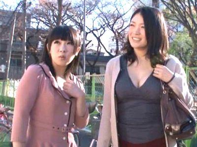 【母娘ナンパ】『ママエロ~い!』仲良し親子をナンパし同時にハメ撮り!スケベ母娘の4P親子丼の乱交セックス!