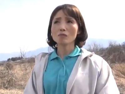 〈熟女ナンパ〉田舎でナンパした55歳の未亡人を若いチンポでメスの本能剝き出しにする濃厚セックスで膣内射精!