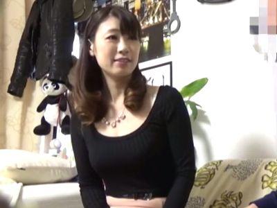 【連れ込み】清楚で綺麗な43歳美魔女専業主婦が年下男の部屋で他人棒に股を開く不倫セックスの様子を隠し撮り