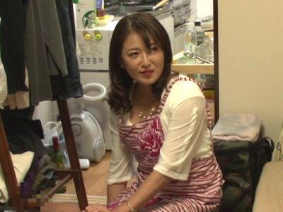 【熟女】1時間3000円の『おばさんレンタル』で家に来た50代の美人美魔女を口説いてハメる様子を隠し撮り!