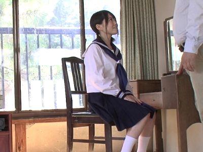 【生田みく】低身長で小柄なミニマム美少女がJKコスプレでおじさんと絡むAVデビュー!濃厚セックス後小さいお口に大量射精!