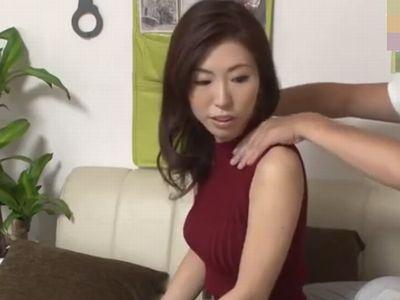 隠し撮りされてるとも知らずに年下男に股を開くヤリマンビッチな浮気妻。種付け膣内射精の不倫セックスを盗撮!【連れ込み】