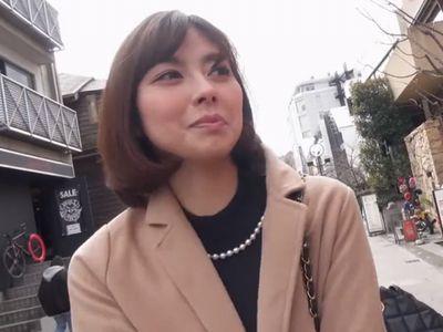 【人妻ナンパ】ファッション雑誌に出てくるような容姿端麗な美女奥さんがカメラの前で激しく乱れる不倫ハメ撮りセックス!