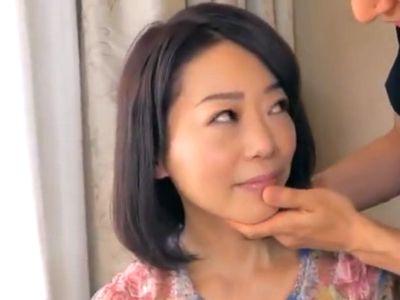 【熟女ナンパ】48歳には見えない綺麗な美人美魔女が若い男のデカチンに発情し軽くフェラ抜きからの濃厚セックス!