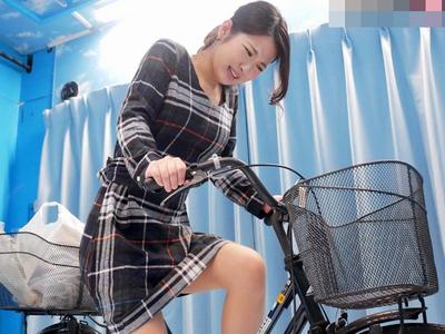 【MM号】『何コレ…出ちゃうぅ…』アクメ自転車でお漏らし失禁しちゃう清楚な美女人妻。他人棒の挿入許す不倫NTRセックス