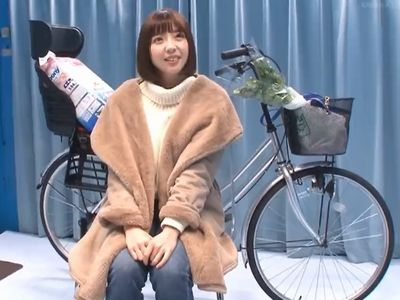 【MM号】アソコを刺激するアクメ自転車の餌食になる美女奥様!激ピストンにお漏らし失禁し他人棒挿入の不倫NTRセックス!