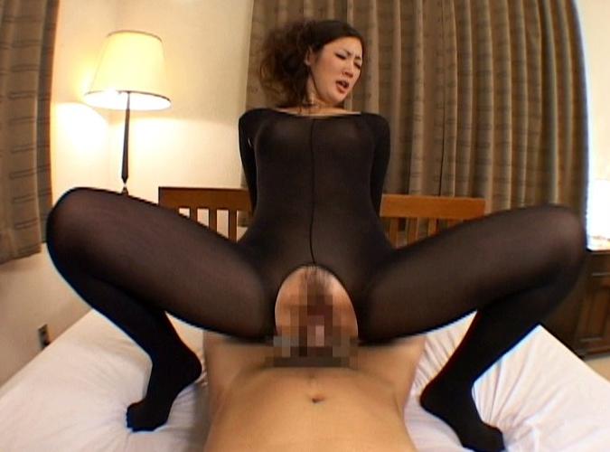 熟女のデカ尻とムッチリ太腿のパンスト美脚で足コキと着衣SEXの脚フェチDVD画像6