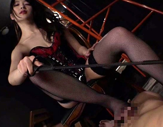 ドエス女王様がM男を痛みと快感で責める網タイツ足コキの脚フェチDVD画像1