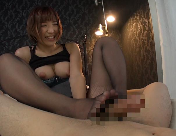 極上の美人OLがパンスト美脚で足コキしたり着衣SEXで喘ぐの脚フェチDVD画像3